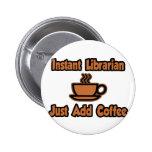 El bibliotecario inmediato… apenas añade el café pins
