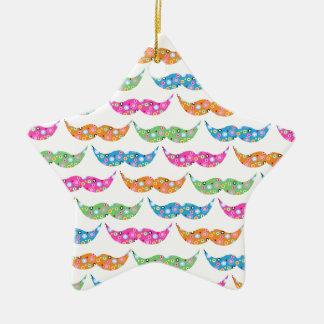 el bigote colorido circunda imagen del modelo ornamento de navidad