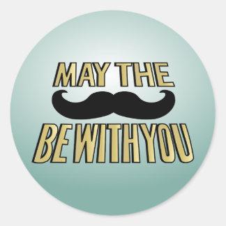 El bigote divertido mayo el stache esté con usted etiquetas redondas