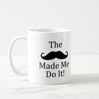El bigote hizo que lo hace taza de café