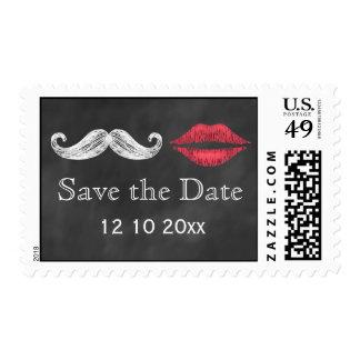 El bigote y los labios ahorran el sello de fecha