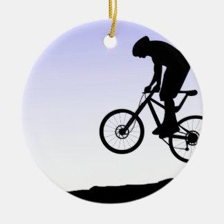 El Biking de la montaña Adorno Navideño Redondo De Cerámica