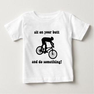 El biking divertido de la montaña t-shirts