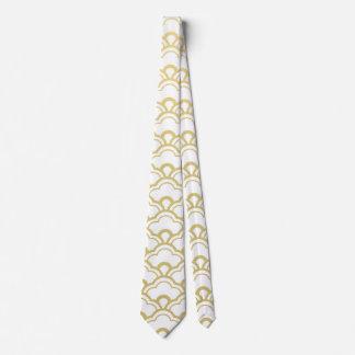 El blanco de la hoja de oro horneado a la crema y corbata