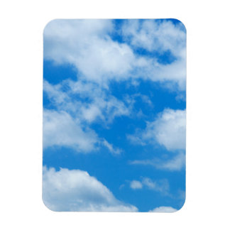 El blanco del cielo azul se nubla el fondo divino imán