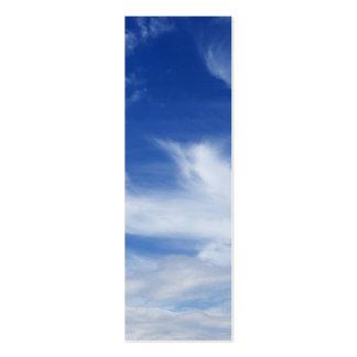 El blanco del cielo azul se nubla el fondo - tarjetas de visita mini