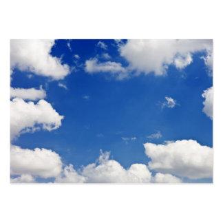 El blanco del cielo azul se nubla la plantilla del tarjetas de visita grandes