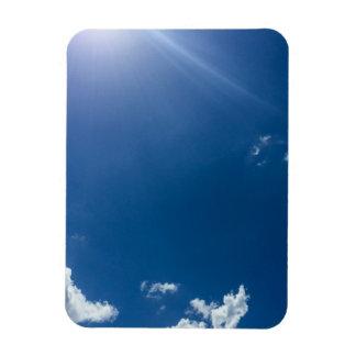 El blanco del cielo azul se nubla los cielos iman flexible