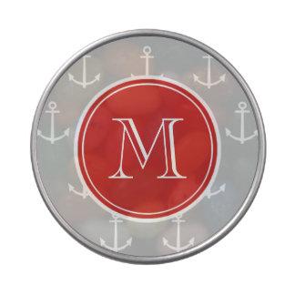 El blanco gris ancla el modelo, monograma rojo latas de dulces