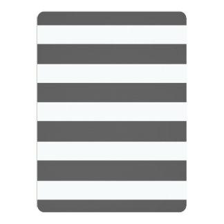 El blanco gris moderno de carbón de leña raya el invitación 16,5 x 22,2 cm