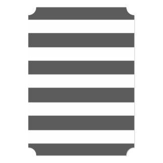 El blanco gris moderno de carbón de leña raya el invitación 12,7 x 17,8 cm