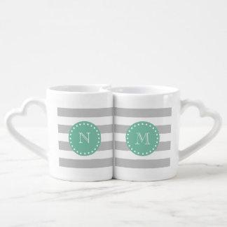 El blanco gris raya el modelo, monograma de la set de tazas de café