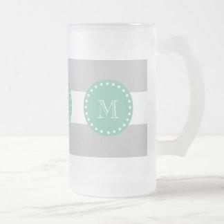 El blanco gris raya el modelo, monograma de la ver tazas de café