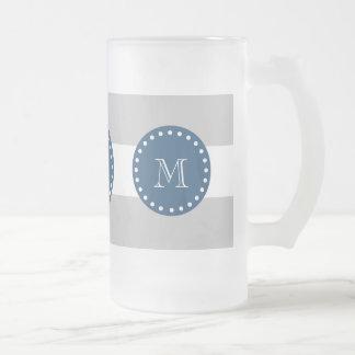 El blanco gris raya el modelo, monograma de los az taza