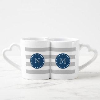 El blanco gris raya el modelo, monograma de los set de tazas de café