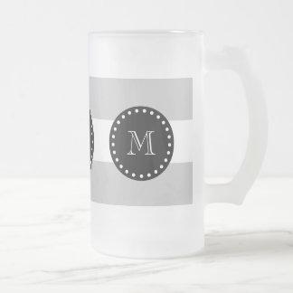 El blanco gris raya el modelo, monograma negro taza cristal mate