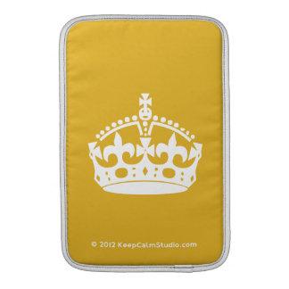 El blanco guarda la corona tranquila en fondo del  fundas para macbook air