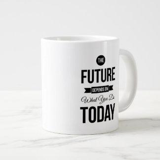 El blanco inspirador de la cita del futuro taza grande