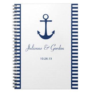 El blanco náutico de los azules marinos del tema cuaderno