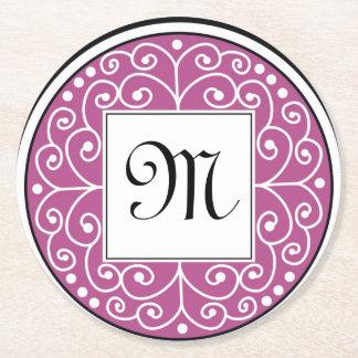 El blanco negro púrpura con monograma remolina posavasos de cartón redondo