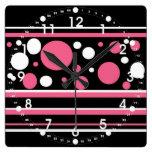 El blanco negro rosado lindo raya el modelo de reloj