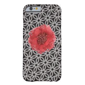 El blanco negro suena iPhone rojo de la flor 6 Funda De iPhone 6 Barely There
