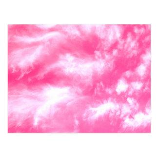 El blanco se nubla el cielo rosado postal