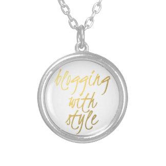 El Blogging con el estilo - escritura del oro Collar Personalizado