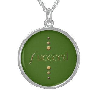 El bloque del oro de 3 puntos tiene éxito y pone collares de plata esterlina