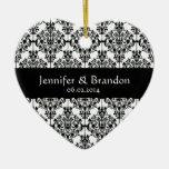 El boda adornado blanco y negro del damasco le adorno para reyes