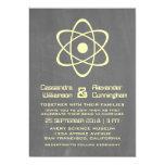 El boda atómico amarillo de la pizarra invita invitación 12,7 x 17,8 cm
