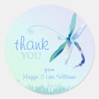 El boda azul hermoso de la libélula le agradece pegatina redonda