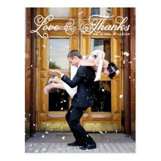 El boda bonito blanco de la escritura le agradece tarjeta postal