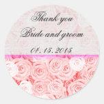 El boda color de rosa rosa claro favorece la etiqu pegatina redonda
