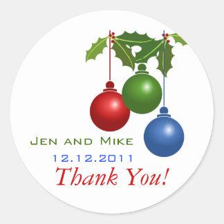 El boda de diciembre le agradece ornamento del pegatina redonda
