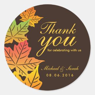 El boda de la hoja de arce del otoño le agradece pegatina redonda
