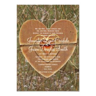 """El boda de madera de Camo del corazón del país Invitación 4.5"""" X 6.25"""""""