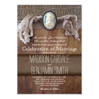 El boda de madera de la arpillera de la broche del invitación personalizada