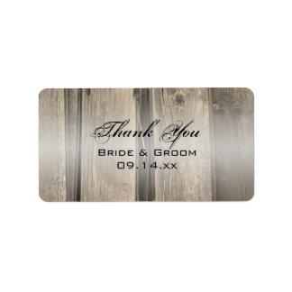 El boda de madera del granero rústico le agradece etiqueta de dirección