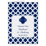 El boda de Quatrefoil del azul real del monograma Tarjeta De Felicitación