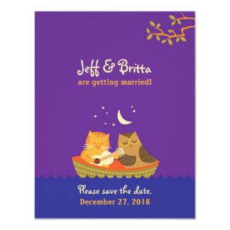 El boda del búho y del minino (púrpura) ahorra la invitación 10,8 x 13,9 cm