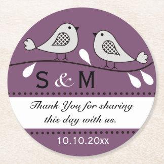 El boda del monograma le agradece los pájaros posavasos personalizable redondo