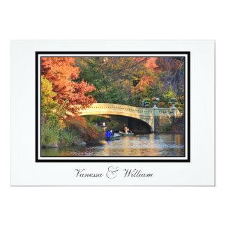 """El boda del puente del arco del Central Park del Invitación 5"""" X 7"""""""