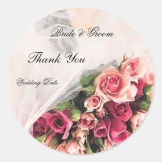 El boda del ramo de los rosas le agradece pegatina redonda