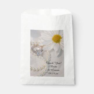 El boda elegante de la margarita blanca le bolsas de recuerdo