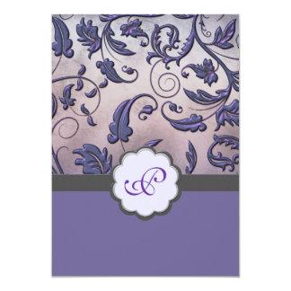 """El boda floral púrpura del monograma invita a la invitación 5"""" x 7"""""""