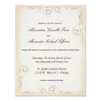 """El boda formal beige elegante de Scrollwork invita Invitación 4.25"""" X 5.5"""""""