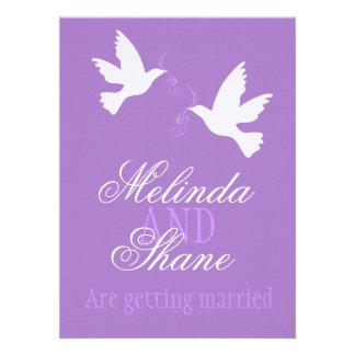 El boda formal púrpura de dos pájaros blancos del  comunicados