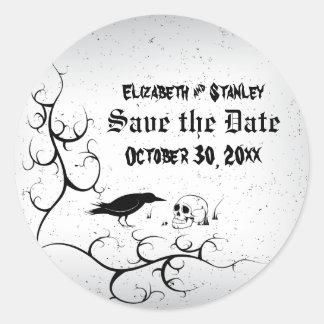 El boda gótico del cuervo y del cráneo ahorra la pegatinas redondas
