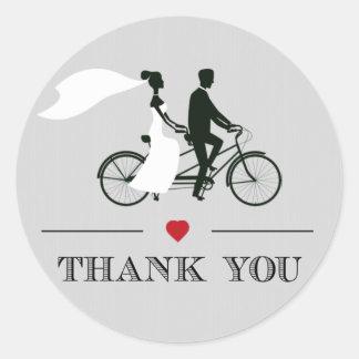 El boda gris de la bicicleta en tándem le agradece pegatina redonda